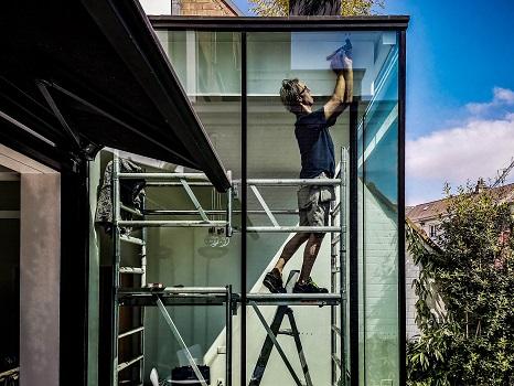 Vakkundige plaatsing van alle raamdecoraties